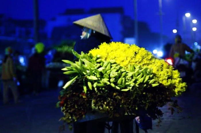 Hanoi-night-flower-market-3
