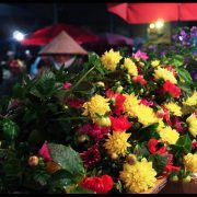 Hanoi-night-flower-market-rose