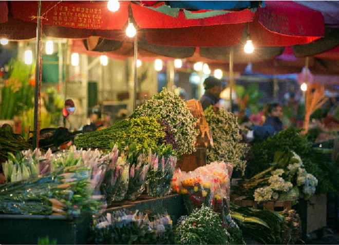 Hanoi-night-flower-market